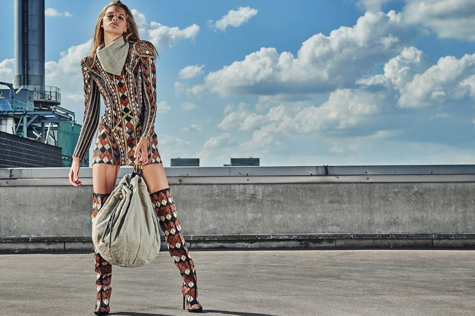 6a8c0e1b A seductive mini dress, big shoulders: travel in time with Balmain ...
