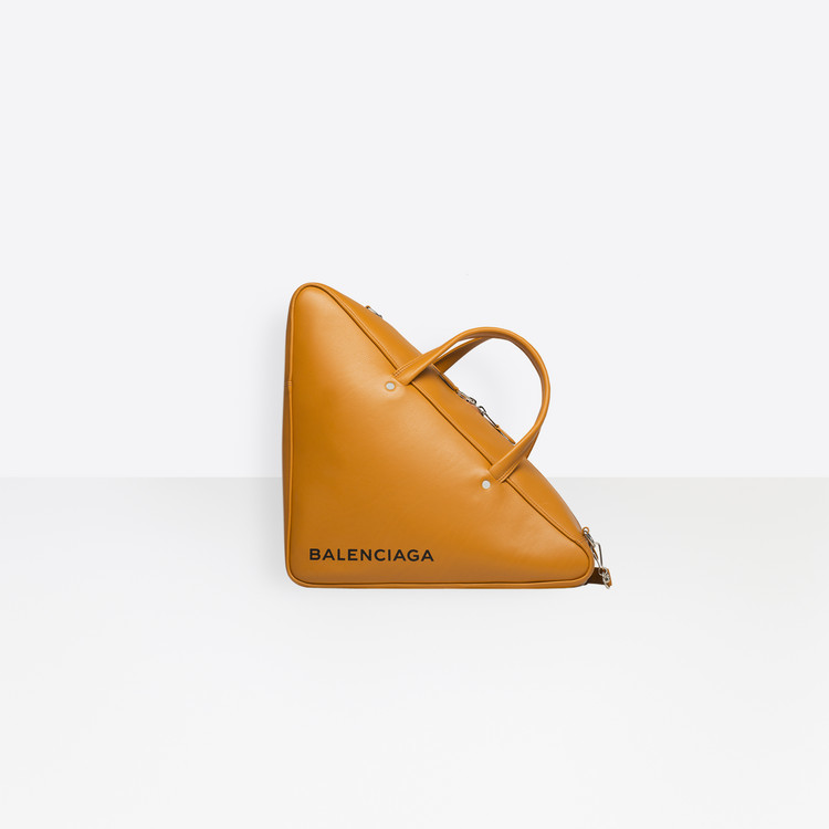 a5e7192d8 Neotřelé kabelky luxusních značek Balenciaga, Eddie Parker a Fendi ...