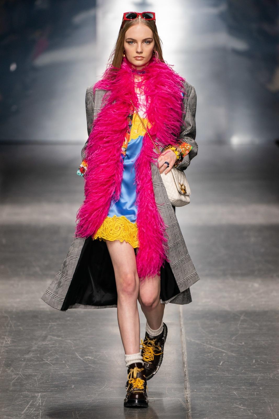 Versace FW 19 20 Zdroj  versace.com df3fe62321