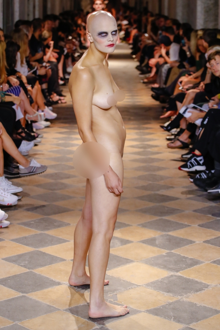 Pronájem nahého modelu