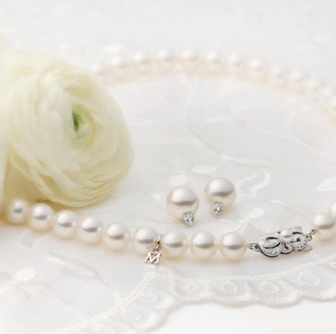 Zda budou luxusní šperky zdobit nevěstu nebo družičky 2388442836