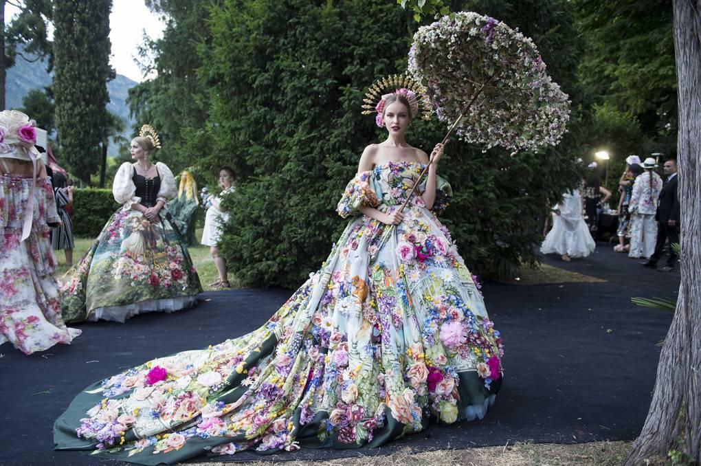 e91f93105f67a Extravagant Alta Moda show by Dolce   Gabbana near Lake Como ...