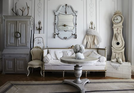 Shabby Chic With An Artistic Touch