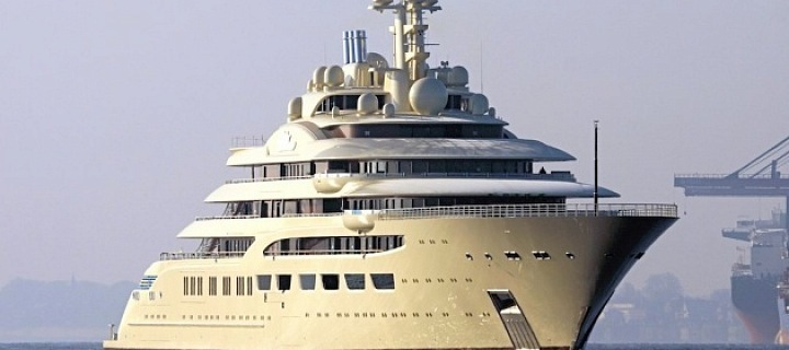 Luxury yacht Dilbar