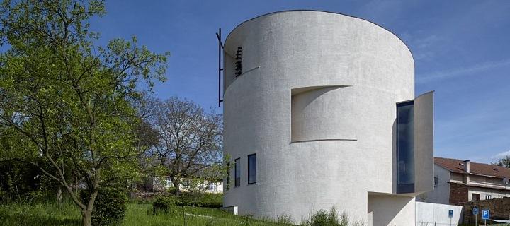 Moderní kostel v Sazovicích