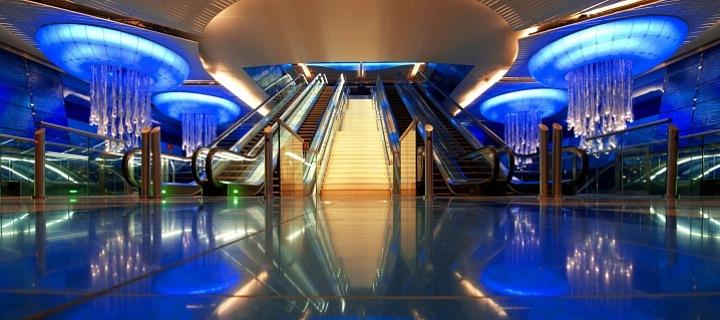 Lasvit a metro v Dubaji