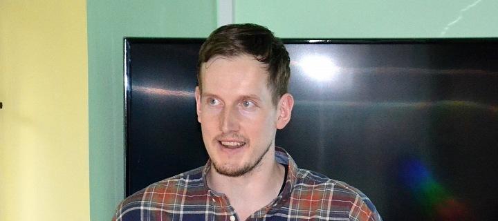 Lukáš Barda je digitální nomád, který nyní přednáší na téma jak být offline, ale happy.