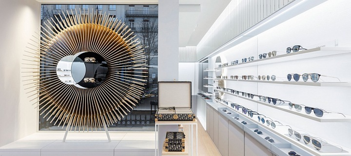 Dior otevřel v Paříži butik s brýlemi!