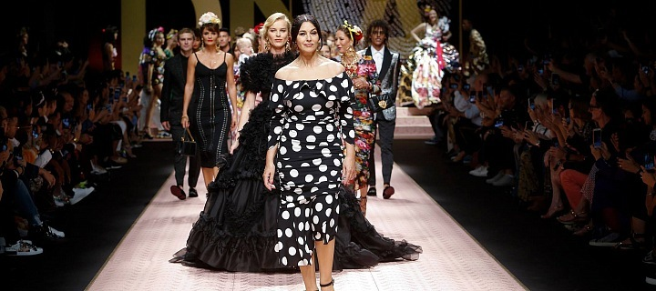 c6c40a3c701c7 Dolce   Gabbana SS19  Eva Herzigová and Monica Bellucci are back ...