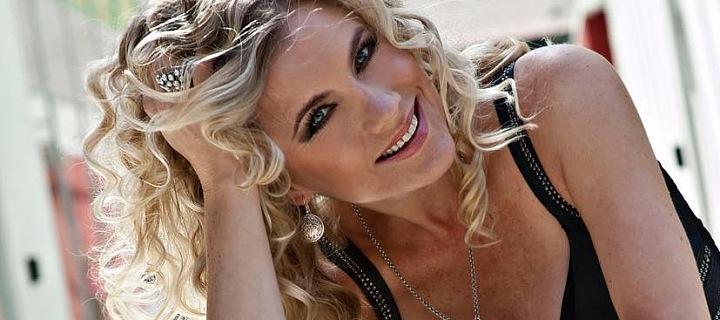 Leona Machálková je populární česká zpěvačka.