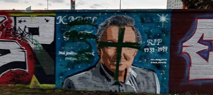 Vandal zničil vzpomínku na Karla Gotta.