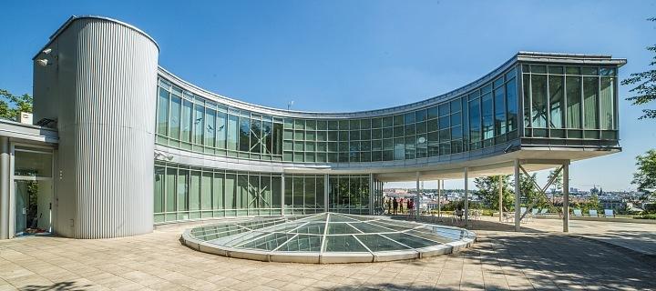 Luxusní budova Expo 58 na Letné