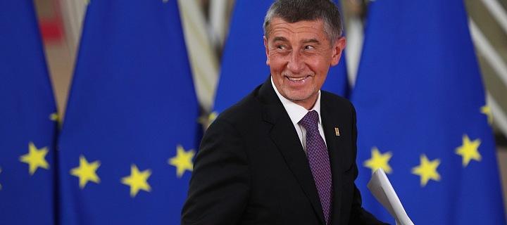 Andrej Babiš s vlajkou EU