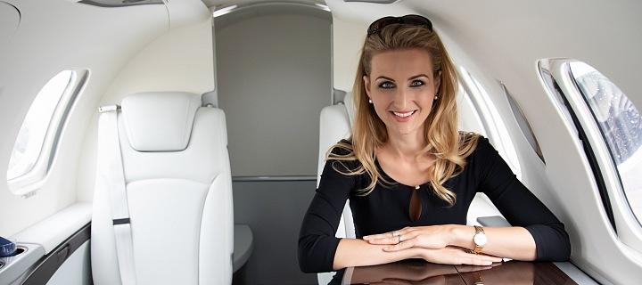 Antónia Lukačínová v letadle HondaJet