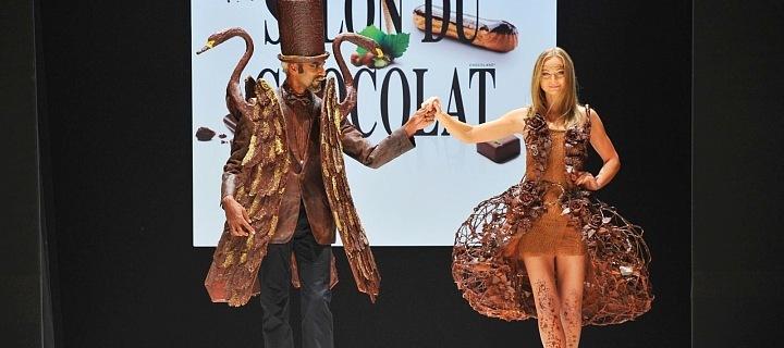 Čokoládový festival v Paříži, fashion show, čokoládový oděv