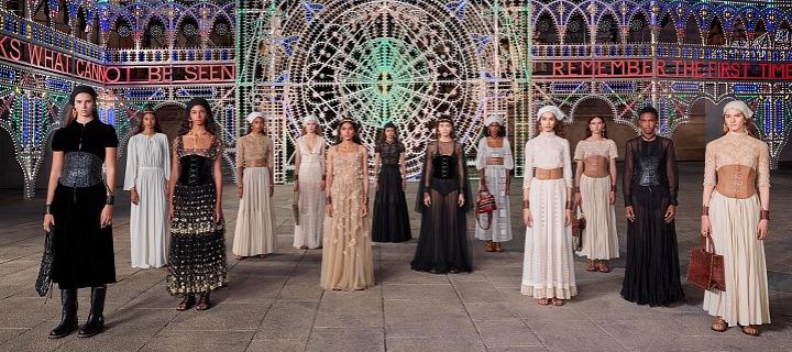 Ženy v modelech Dior Cruise 2021