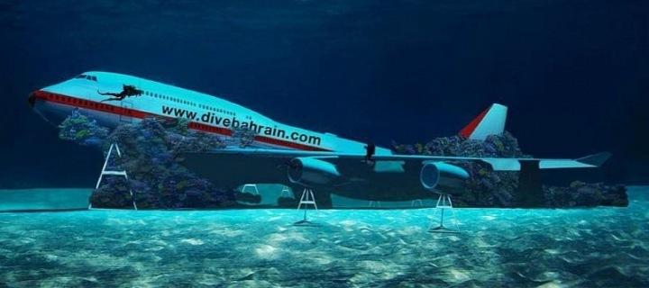 Sedmdesát metrů dlouhý letoun je na dně Perského zálivu.