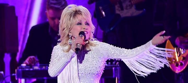 Dolly Parton během koncertu