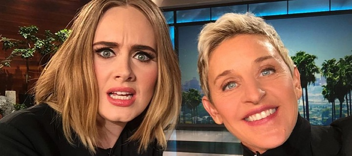 Moderátorka Ellen DeGeneres a zpěvačka Adele