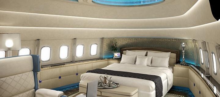 velká postel v luxusním apartmánu