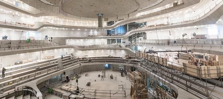 Probíhající práce na stavbě Velkého sálu