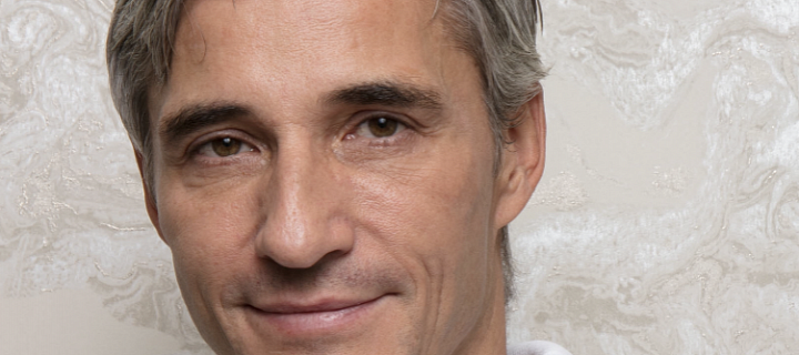 Plastický chirurg Roman Kufa se s plastikou seznámil v Londýně.