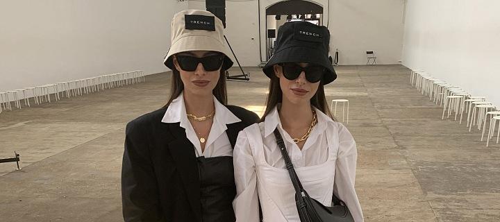 Dvojčata své outfity nakombinovala do černo-bílé
