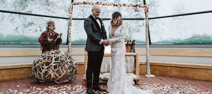 Luxusní svatba v Igloo ve Finsku.