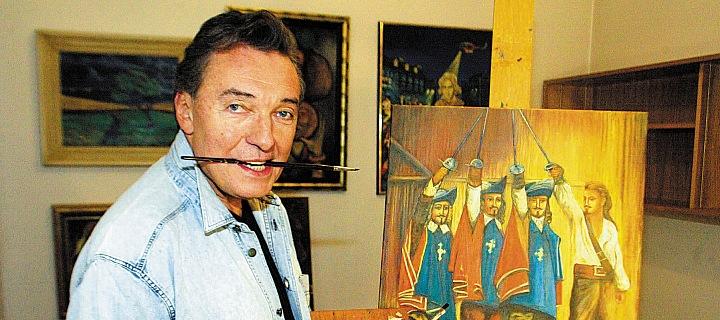 Karel Gott maluje obraz.