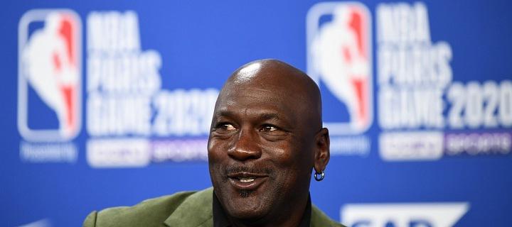 Michael Jordan v zeleném saku