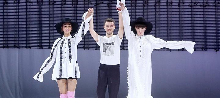 Návrhář Miro Sabo se svými modelkami.