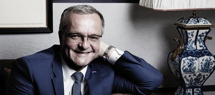 Miroslav Kalusek se směje.