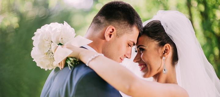 Pár na svatbě