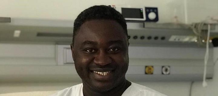 Porodník a gynekolog Patrice Awonseba Baba Musah