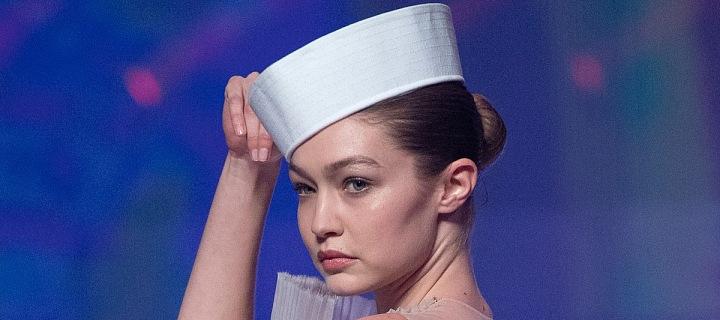 Gigi Hadid jako jedna z hvězd námořnické kolekce