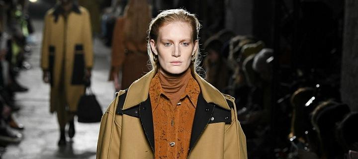 Modelka v dlouhém kabátu