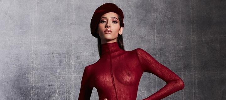 Modelka v roláku značky NY -LaQuan Smith