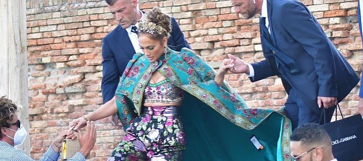 Jennifer Lopez vykoukla cedulka