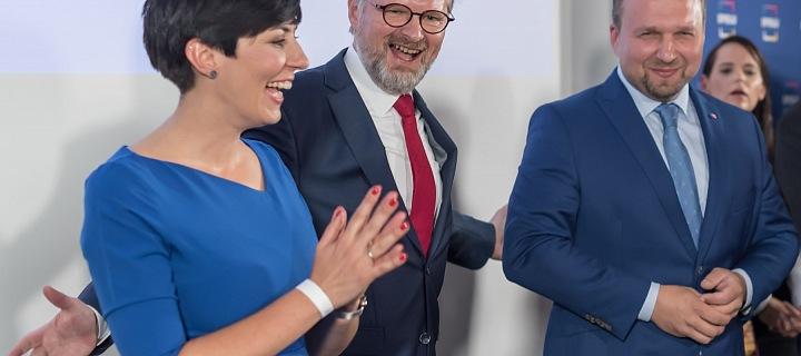 Markéta Pekarová Adamová, Petr Fiala a. Martin Jurečka se radují z výsledků voleb