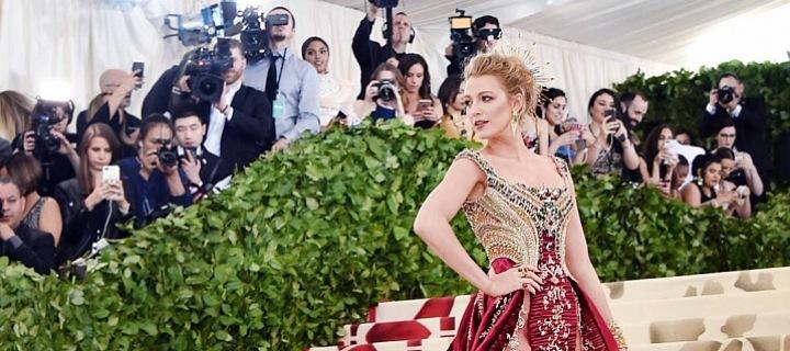 Blake Lively jako bohyně! Šaty Versace