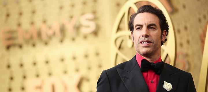 Sacha Baron Cohen v obleku