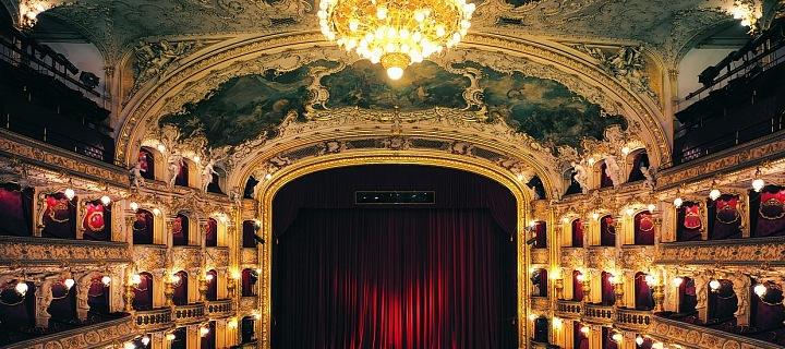 Opera se otevře už zítra