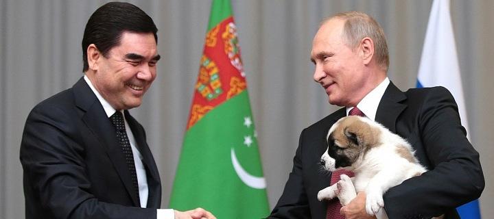 Vladimir Putin a turkmenský pastevecký pes