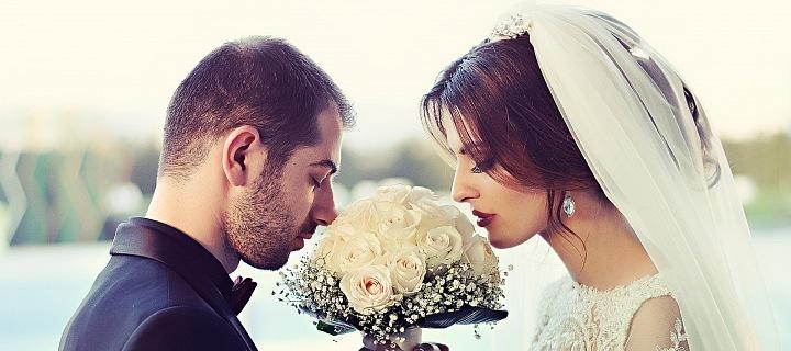 Snoubenci ruší nebo přesouvají termíny svateb kvůli koronaviru.