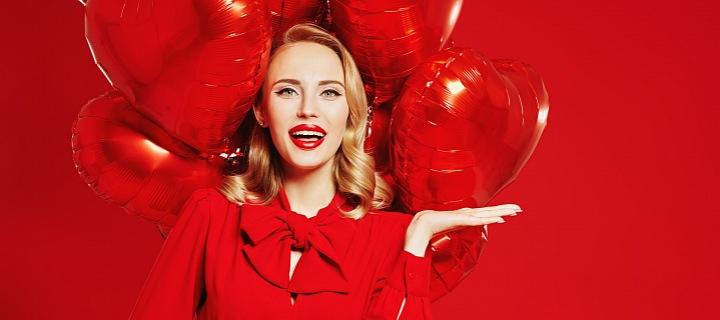 Žena s balónky