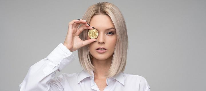 Žena s Bitcoinem