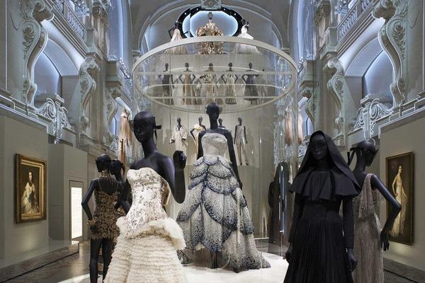 Extravantní modely z dílně Christian Dior.