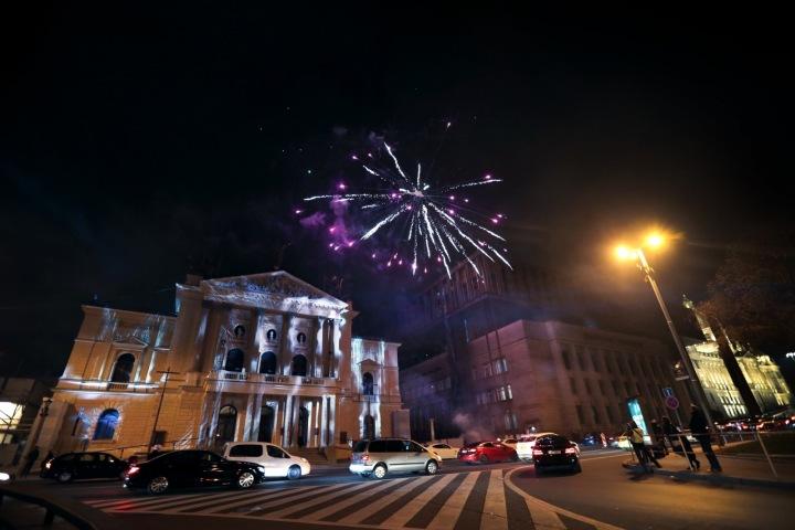 Státní opera se chystá na velkolepé otevření.