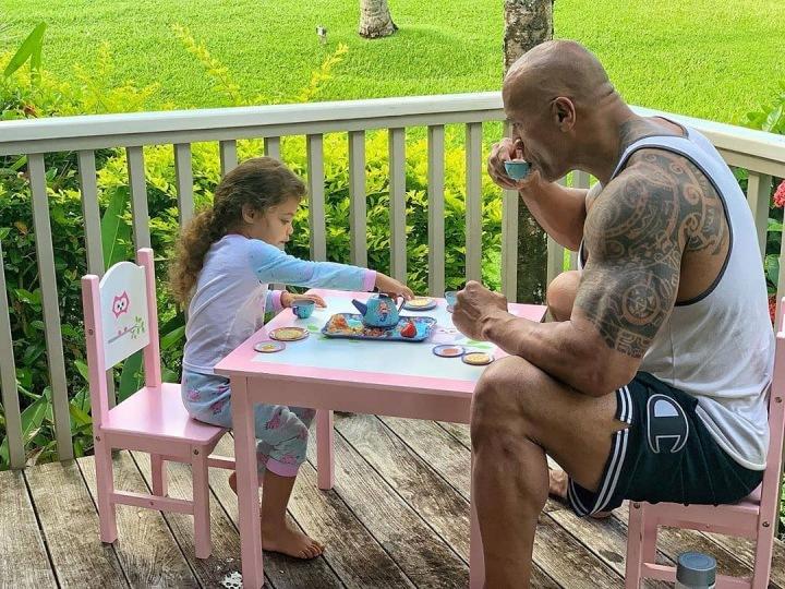 Dwayne se svou dcerkou vystupuje i často na Tik Toku