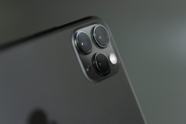 Detailní pohled na chytrý telefon iPhone